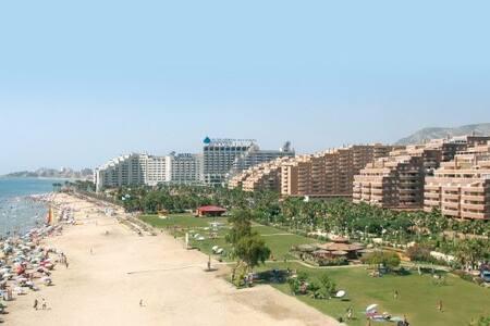 Apartamento de 2 dormitorios andando a playa