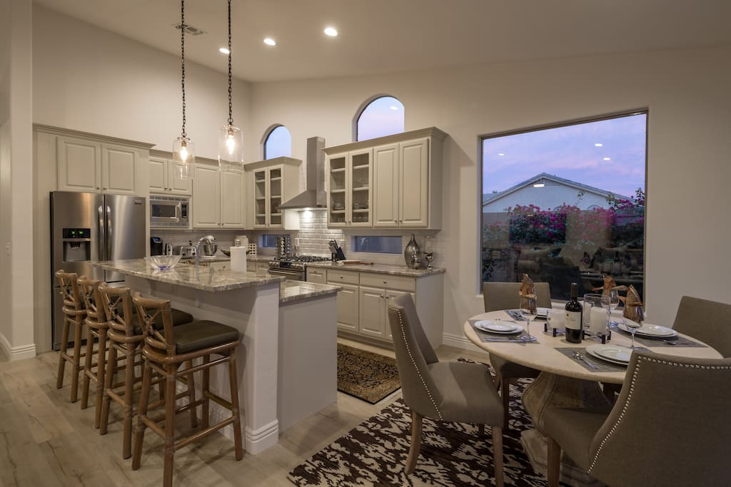 Awesome Kitchen with 4 bar stools for breakfast dinning.