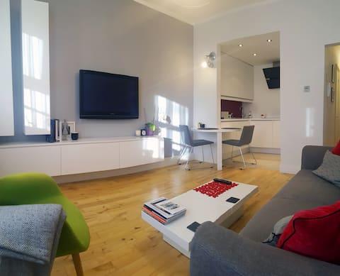 Beautiful Modern Apartment Close To City Centre!