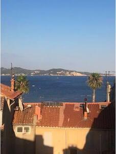 Terrasse Tropezienne  vue mer au cœur de la ville