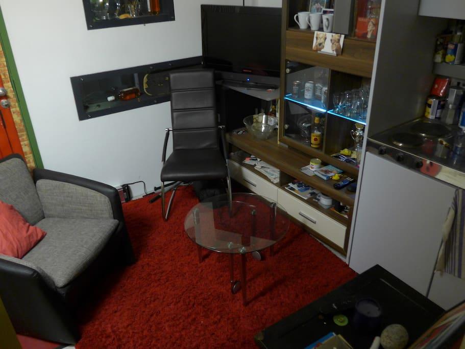 cozy 1 room apartment wohnungen zur miete in m nchen bayern deutschland. Black Bedroom Furniture Sets. Home Design Ideas