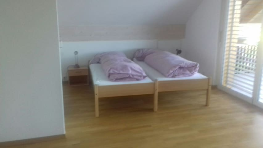 2 Betten ( können getrennt werden)