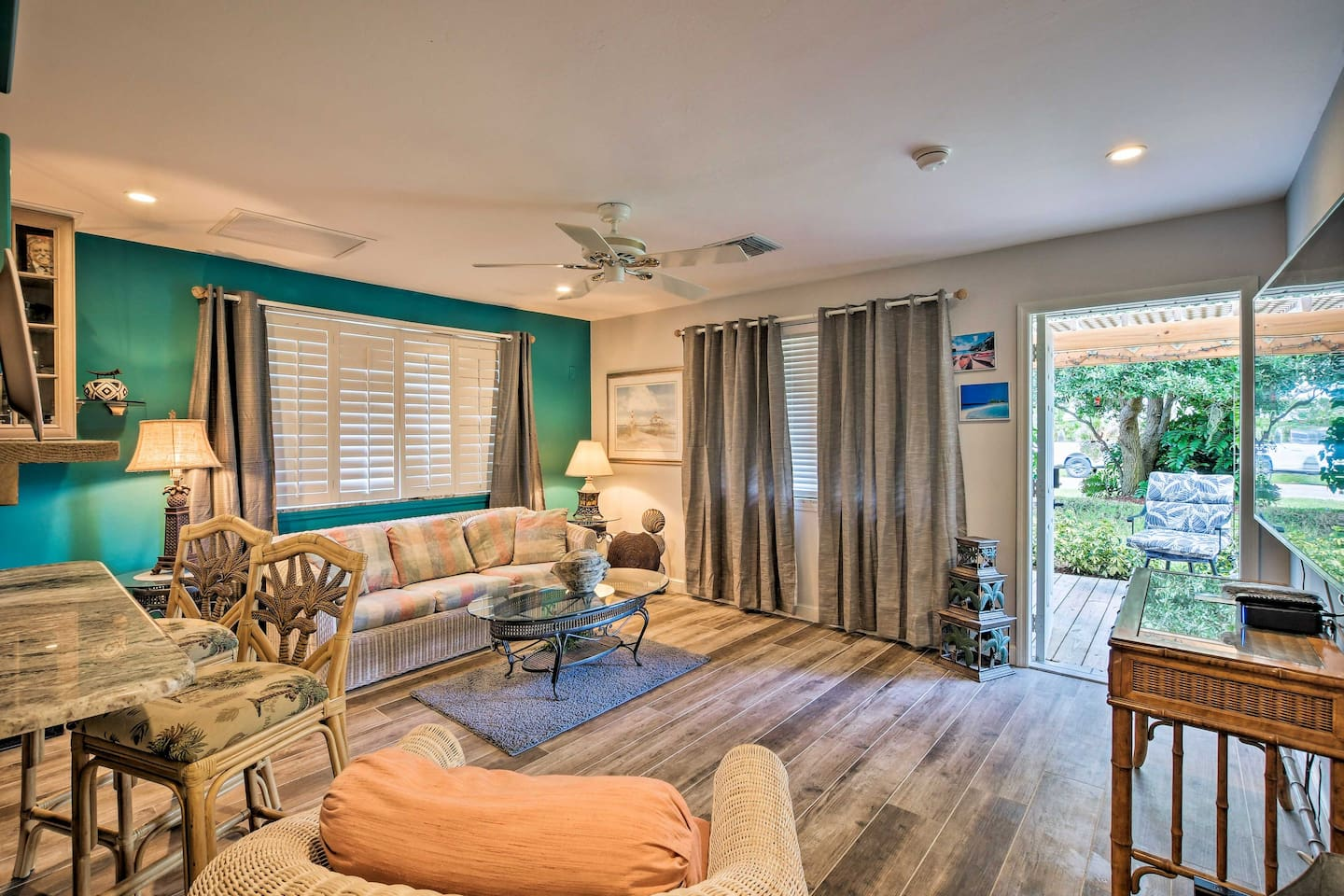 Step inside your updated Naples home-away-from-home!