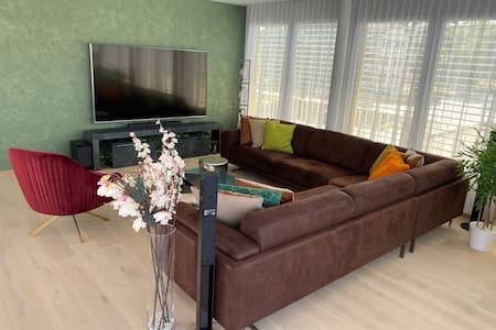 Wohnung mit Rheinblick modern eingerichtet