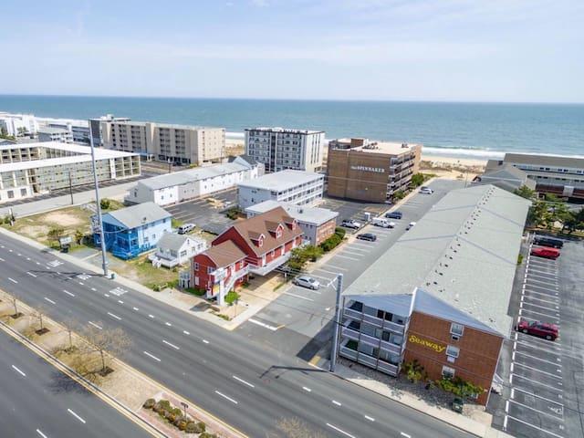 ✨☀️Sunny Beach Getaway A-1☀️✨Ocean Block Apartment short walk from the beach