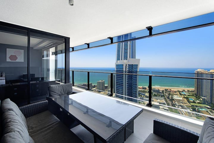 Circle on Cavill Private 2 Bed Ocean View