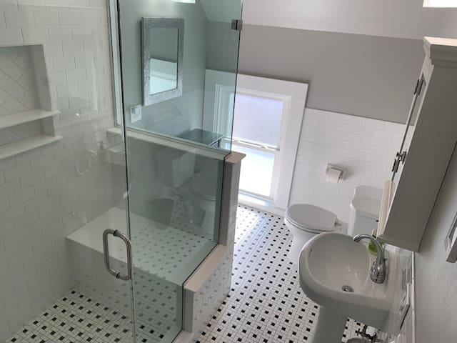 Bathroom w/ Heated Floors