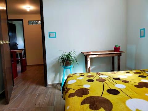 Красивая комната в Пероте. Расположена в центре города.
