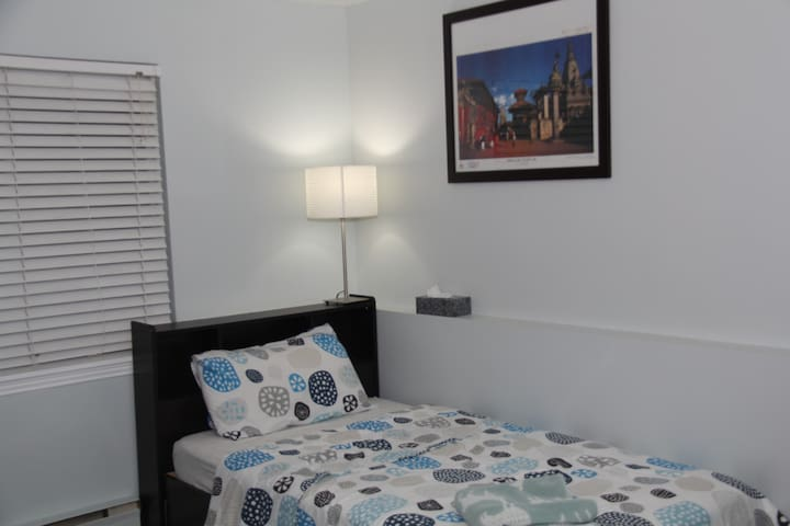 Room with private kitchen close to TTC Subway & GO