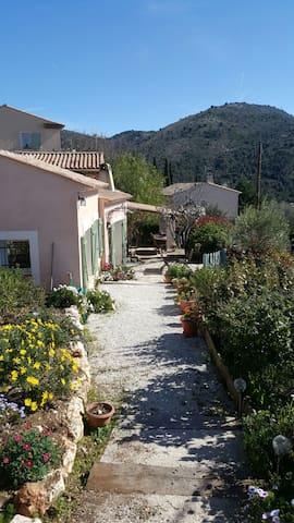 Petite maison chaleureuse à la campagne - Aspremont - Hus