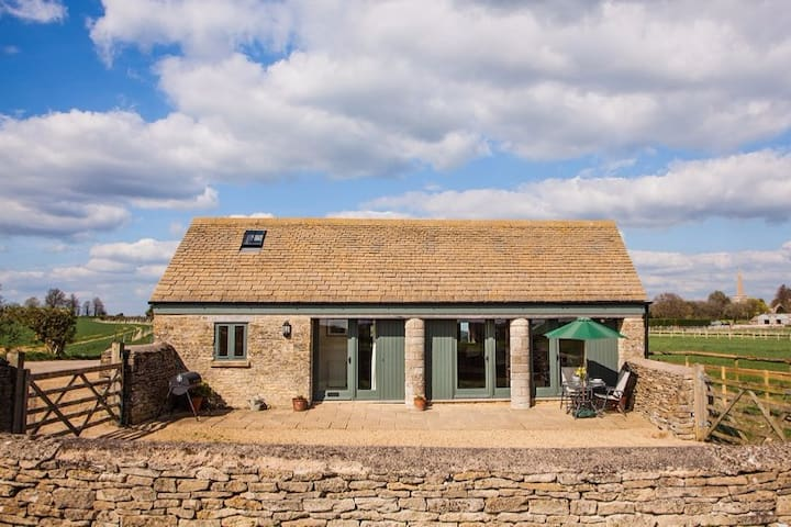 Pretty converted Cotswold Barn; smoke free. - Kemble - Huis