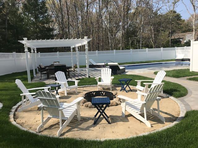Spacious home in New Seabury w/great pool & yard