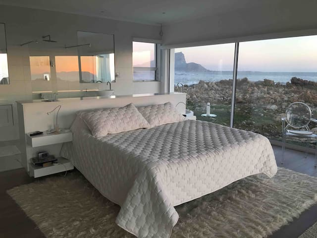 Luxury beach house an hour from Cape Town