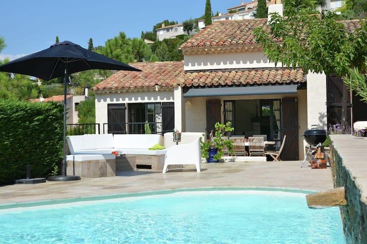 Stupenda villa con piscina privata a Roquebrune-sur-Argens