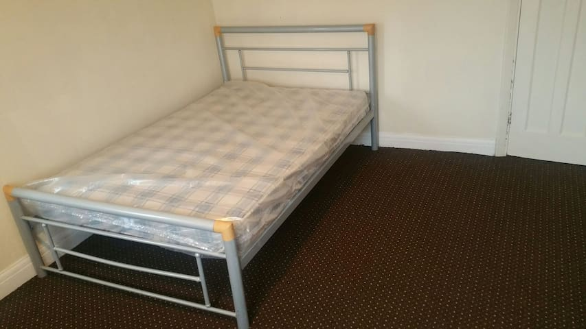 2 Double rooms - Burton upon Trent