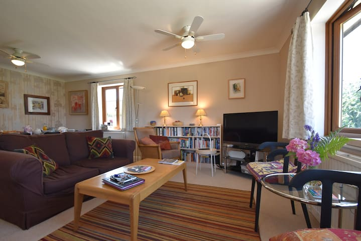 Stoats Old River Way -Family & dog friendly Nr Rye