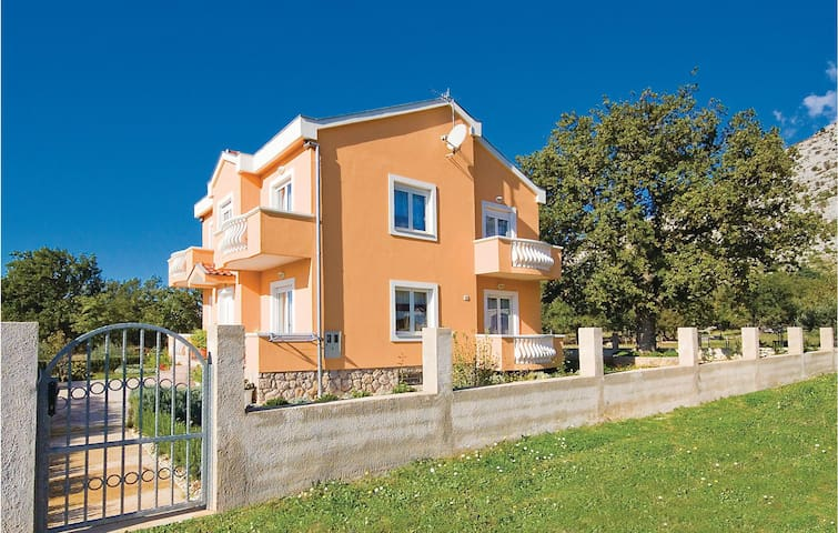 Holiday apartment with 1 bedroom on 53m² in Starigrad Paklenica