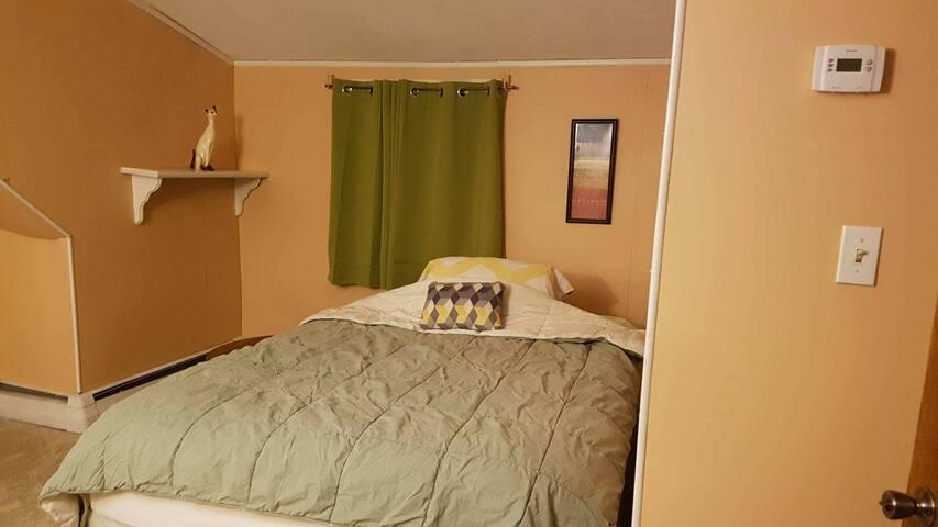 Great Location! PrvtRm+Micro/Fridge,Laundry,Closet