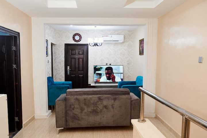 Fully Serviced and furnished 2 bedroom apartment