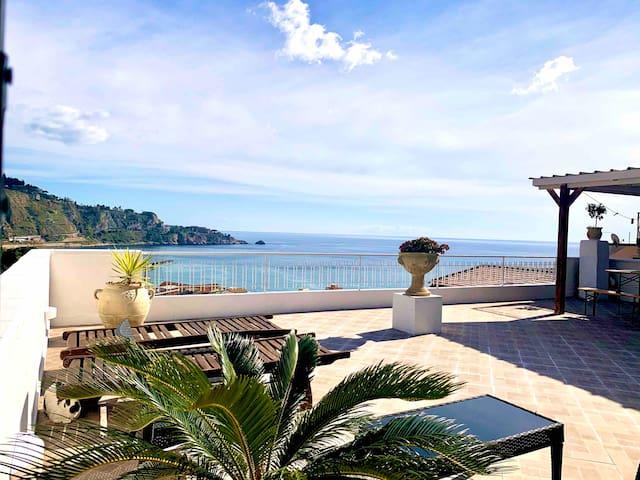 Panoramic Apartment Taormina Sea Bay View