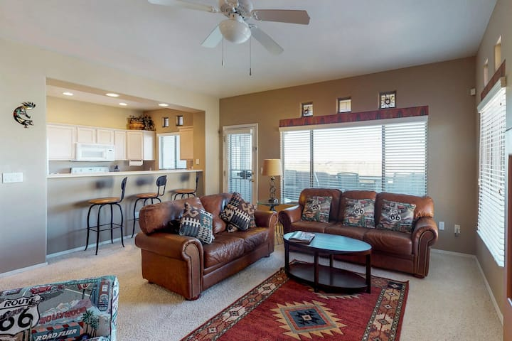 Mountain view condo with shared pool, hot tub, & gym!