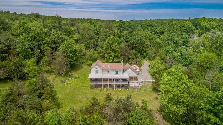 New Paltz / Kingston Area: Contemporary Farmhouse!