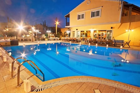 Dominoes Hotel Apartments Corfu - Ipsos