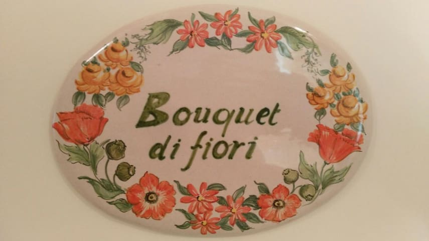 B&B Camera Bouquet di Fiori arancio