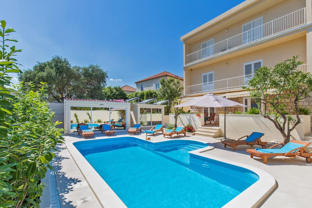 Our guests enjoy shared Pool Access at St.Thomas Villa