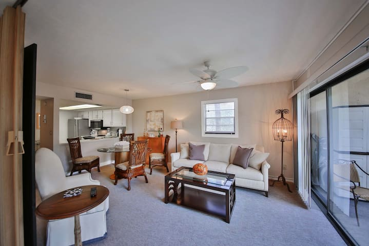 End unit with lots of sunshine and 16' Of screened view of the lake! Tap to enlarge