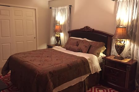 Large Bedroom w/ Private Bath - Katy - House
