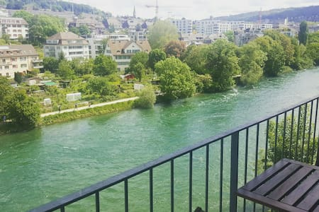 Beautiful, central flat with Limmat (river) view - Zürih
