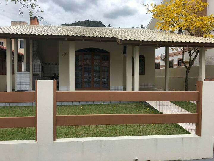 Casa de veraneio p/ aluguel