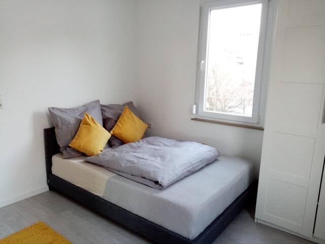 Komfortables modernes Schlafzimmer 1