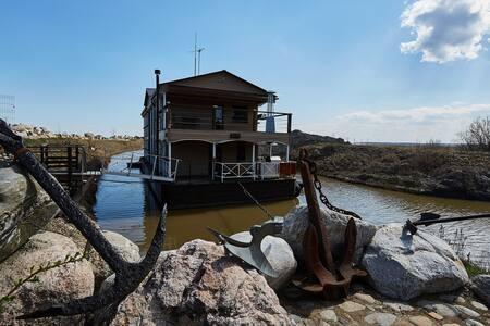 Уникальный ботель на озере Ладога(NEBOSPB) - Коккорево - Villa