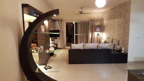 Beautiful & Elegant Home Stay for 2, near airport.
