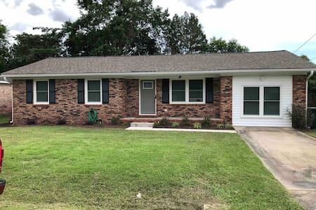 Entire Updated House only30/40 Min from Charleston