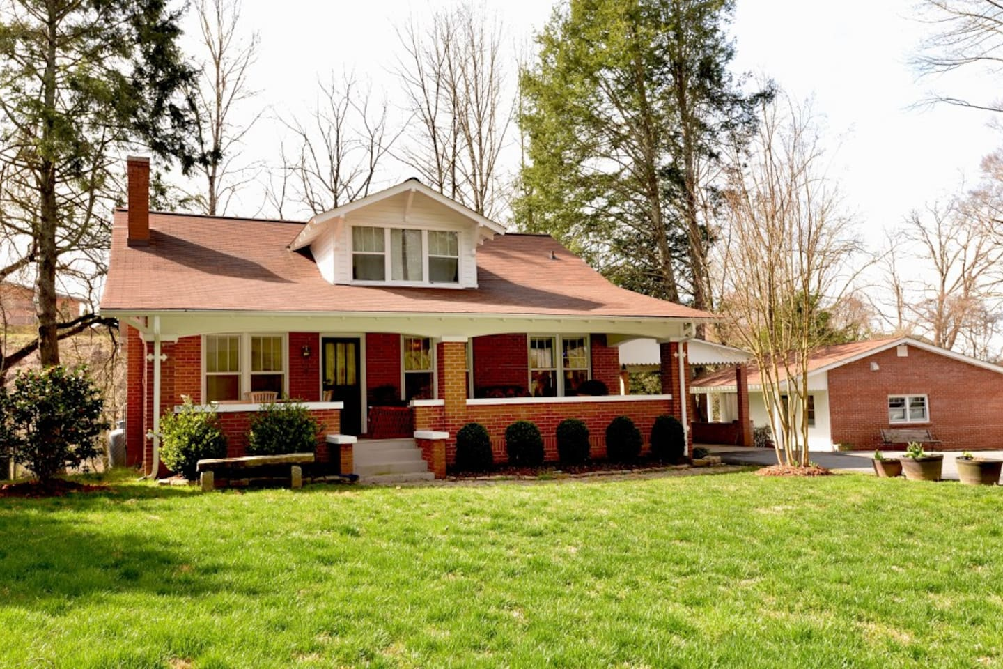 Beautiful restored 1939 Craftsman Bungalow.  The Main House sleeps 8 and the Cottage sleeps 4.