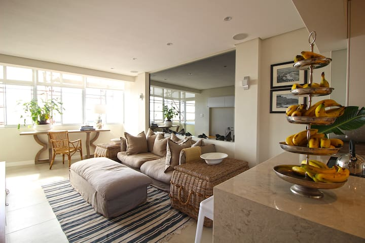 Beautiful 2 Bed Apt Situated on the Golden Mile! - Cape Town - Apartament