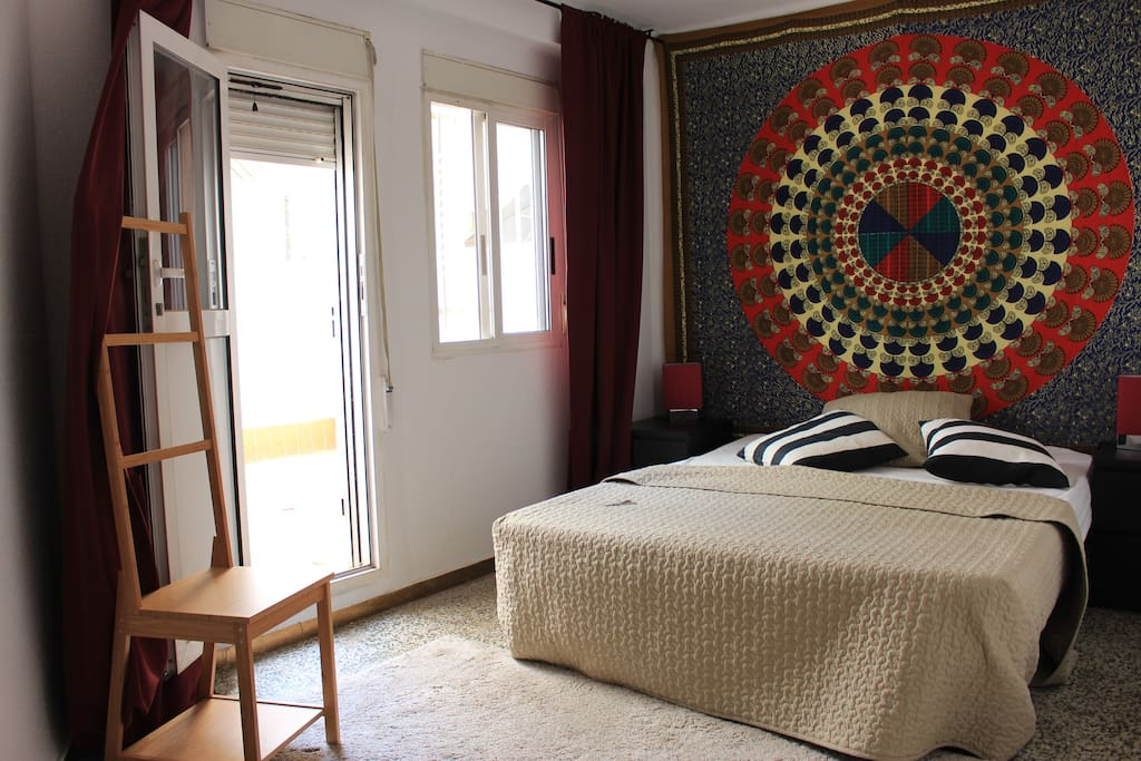 Amplia habitación con terraza, para relajarte