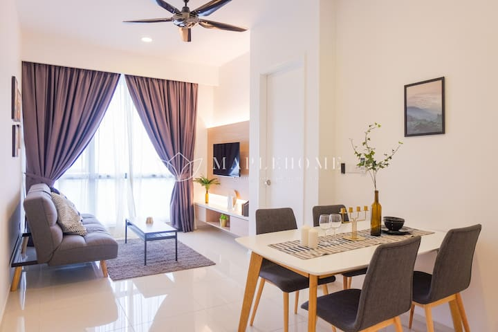 NEW! High Floor Cozy Suite with Sky Jacuzzi KLCC