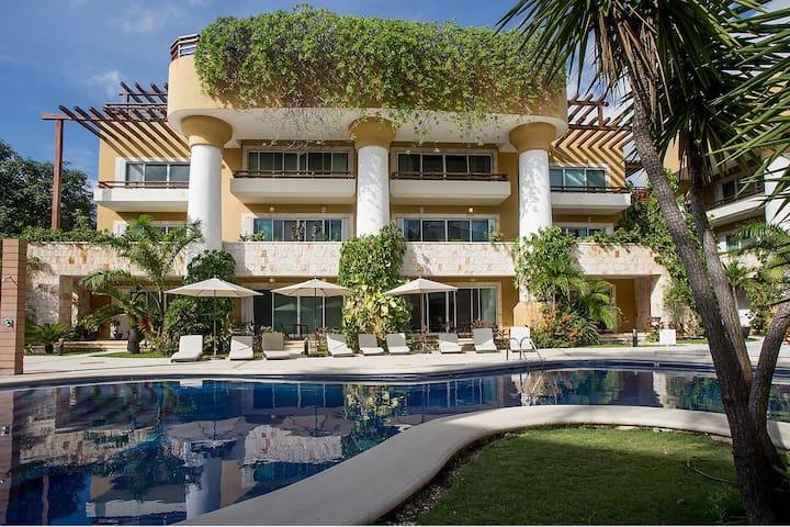 Luxury Condohotel on the Beach, Pueblito Escondido