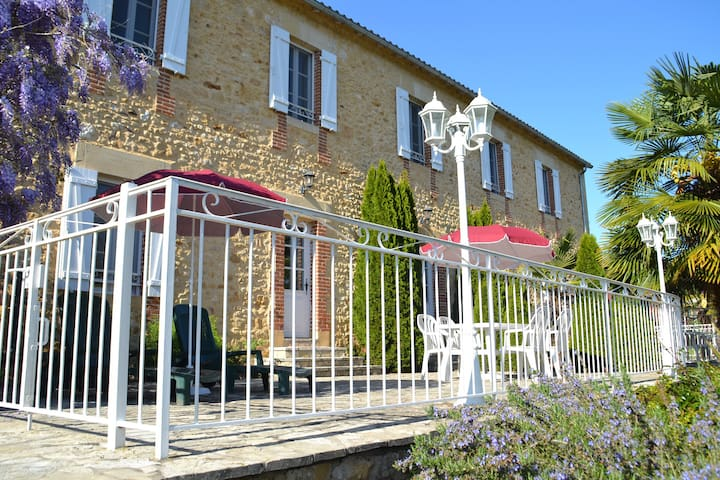 Gite with pool, park and terrace on the riverbank