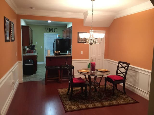 Affordable/Clean housing with private upstairs Rm