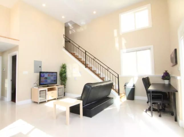 Large Beautiful Bright Living Space  1 Bdrm/1 Bath