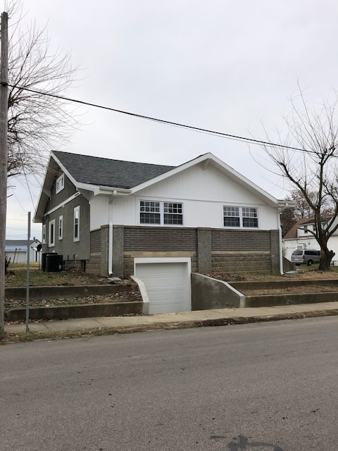 3 bdrm, 2.5 bath, new rmdl, 7 recliners, 8 guests,