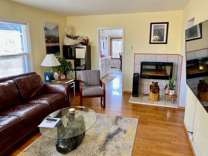 New Downtown Cottage - 5 min.  walk to Downtown.