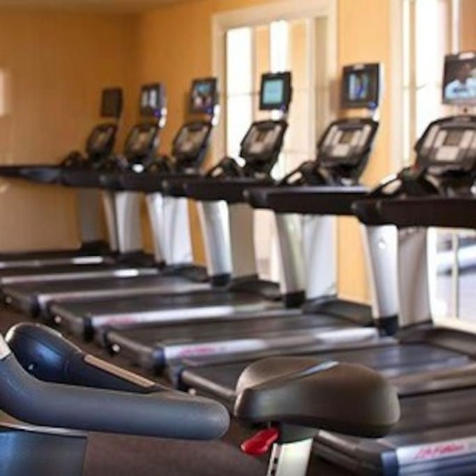 Fully equipped exercise room with steam room and sauna. Yoga and pilates classes- Free.