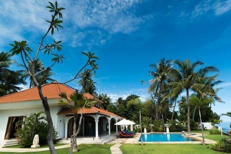 Villa Nirwana Biru, Bukti (Noord-Bali)