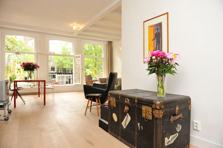 Lovely rooms in centre with view on canal - Amsterdam - Apartment